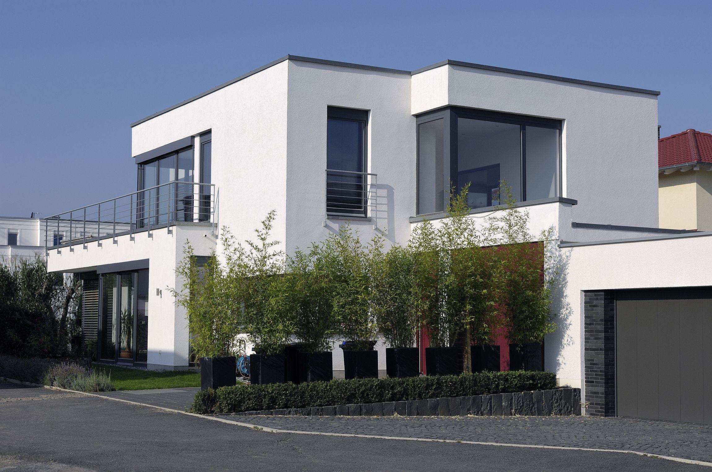 Modernes Haus mit Flachach